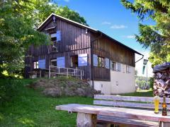 Rückansicht der Würzburger Bergbund Hütte